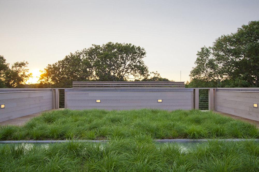 25-res4-resolution-4-architecture-modern-modular-home-prefab-house-fishers-island-exterior-roof-garden.jpg