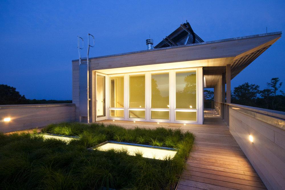 26-res4-resolution-4-architecture-modern-modular-home-prefab-house-fishers-island-exterior-roof-garden.jpg