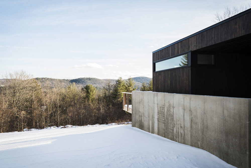 02-res4-resolution-4-architecture-modern-modular-prefab-home-cornwall-cabin-exterior-winter.jpg