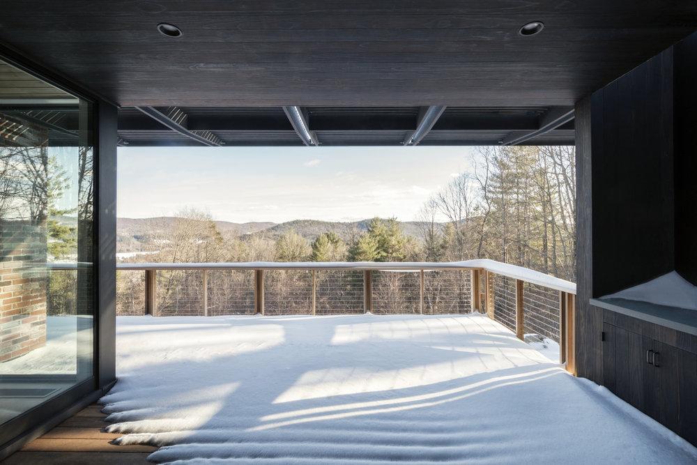 04-res4-resolution-4-architecture-modern-modular-prefab-home-cornwall-cabin-exterior-winter.jpg