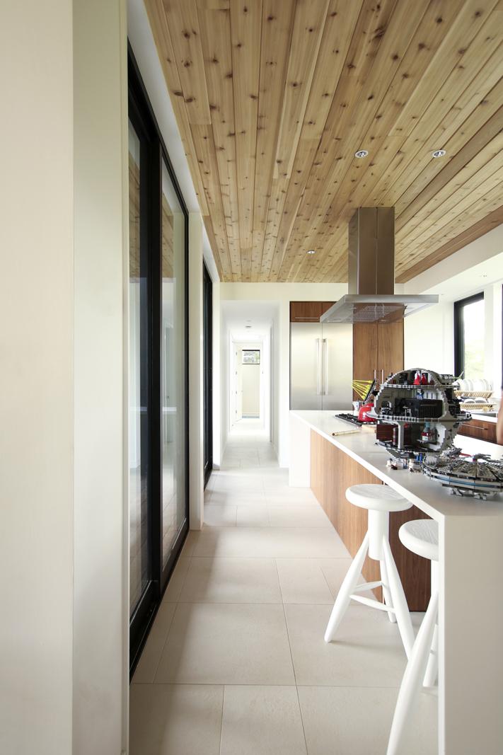 06-res4-resolution-4-architecture-modern-modular-prefab-home-cornwall-cabin-interior-kitchen-dining.jpg