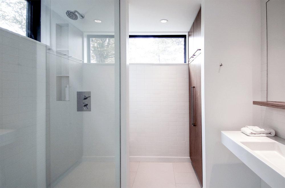 07-res4-resolution-4-architecture-modern-modular-prefab-home-cornwall-cabin-interior-bathroom.jpg