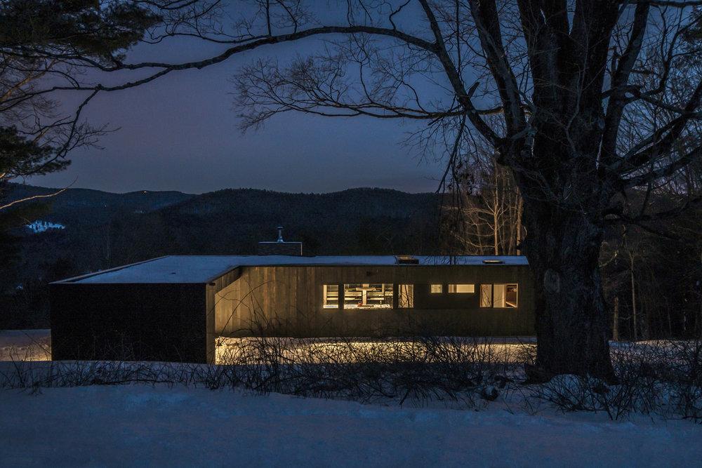10-res4-resolution-4-architecture-modern-modular-prefab-home-cornwall-cabin-exterior-winter-night.jpg