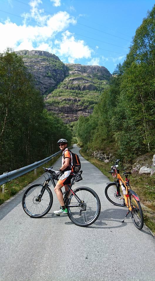 lysefjordtur5-ready-for-climbing.jpg