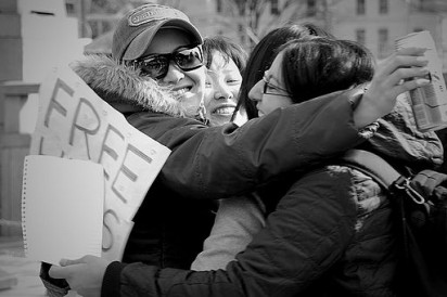 Group_'FREE_HUGS';_Tokyo (1)