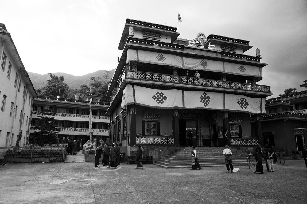 In 1963, His Holiness the 16th Gyalwa Karmapa asked Dupseng Rinpoche to leave Kathmandu for Pokhara in order to meet the spiritual needs of the Tibetan and Nepalese population there.