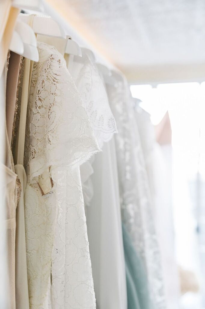 alt_brides_dresses_closeup