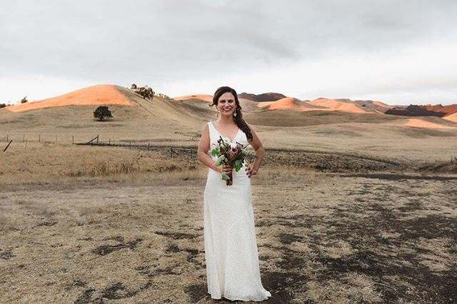 That magical Cali glow, featuring our gorgeous #REALALTBRIDE Kimberly✨✨ It was such a pleasure working with you @kimberlypousman. You were truly stunning in your @elizabethdye Lady Stardust gown, and we wish you and your husband a lifetime of love and happiness // Photography by @dmotif
