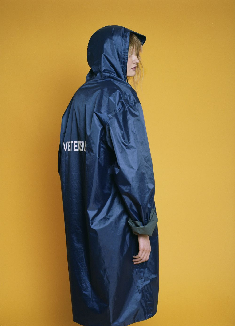Nylon navy rain coat  VETEMENTS.