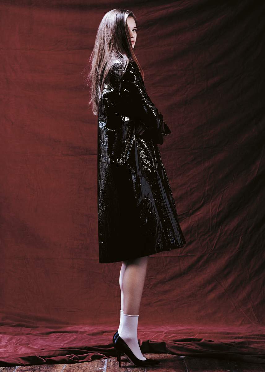 Patent shine bonded caban coat  PORTS 1961 , white cotton socks  FALKE , décolleté leathe rpumps  MOSCHINO .