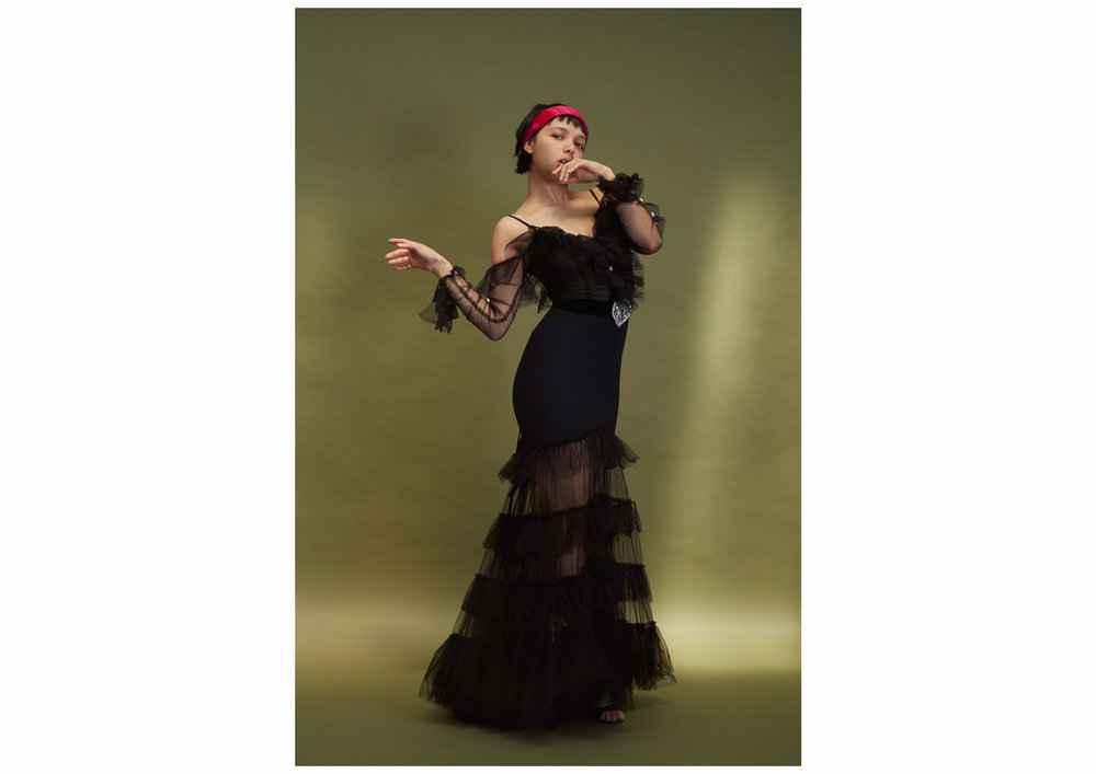 Foulard worn as a headband GUCCI, black tulle gown with train and black velvet belt with crystal heart ALESSANDRA RICH, black satin sandals PIERRE HARDY.