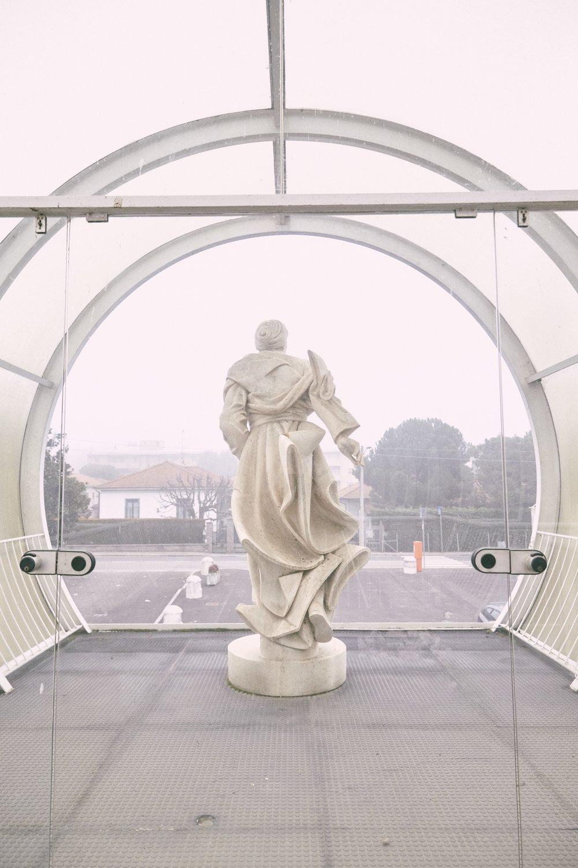Gallarate Parrocchia Madonna della Speranza 1978-82 Architetto Carlo Moretti (2).jpg