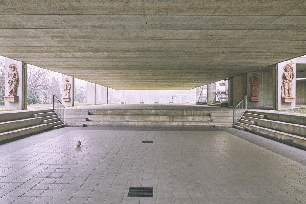 Gallarate Parrocchia Madonna della Speranza 1978-82 Architetto Carlo Moretti.jpg