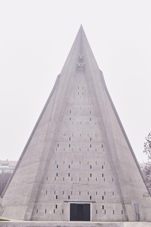 Milano Chiesa di San Giovanni Bono 1968 Architetto Arrigo Arrighetti.jpg