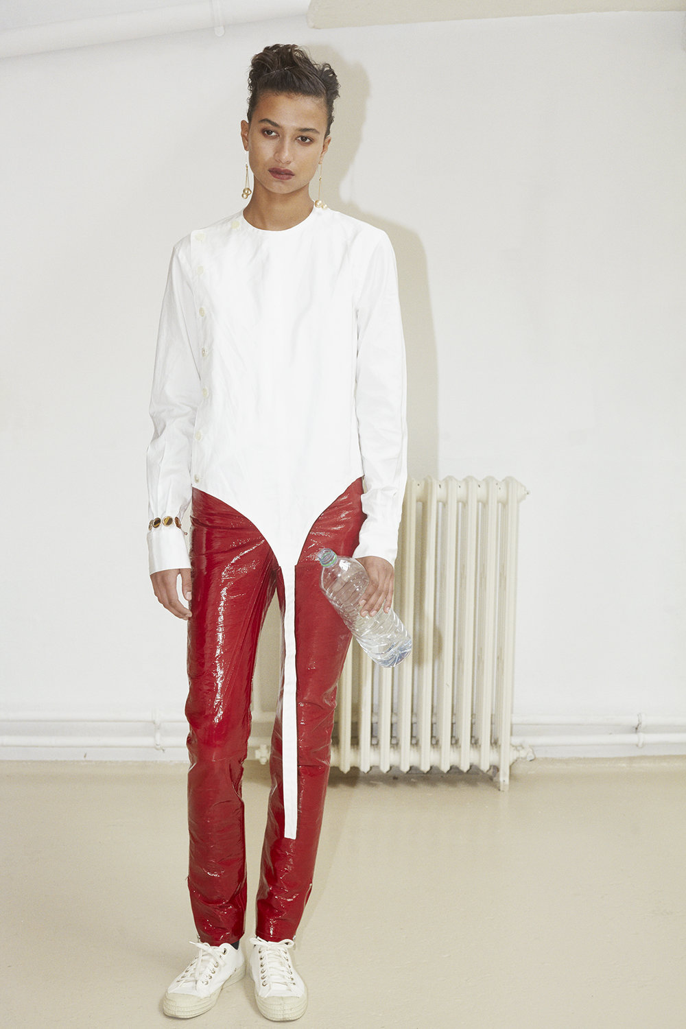 Fencing shirt, red leather vinyl pants. Ivory gold pearl earrings CÉLINE, rose gold bracelet EDDIE BORGO