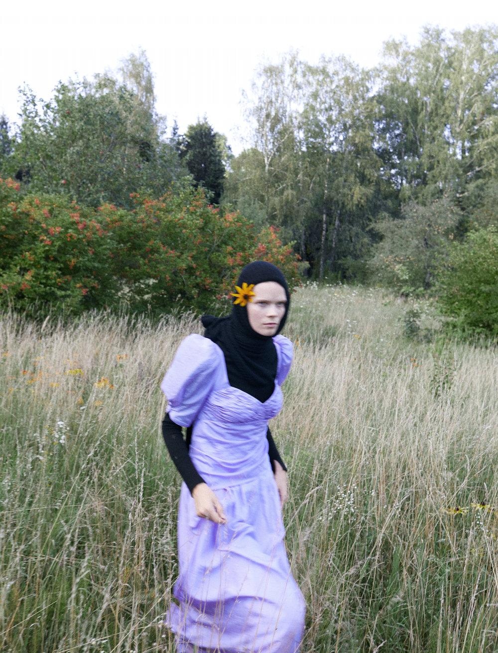 Dress Anna October х Nadiia, turtleneck Ambush, Sweater as a headband Uterque