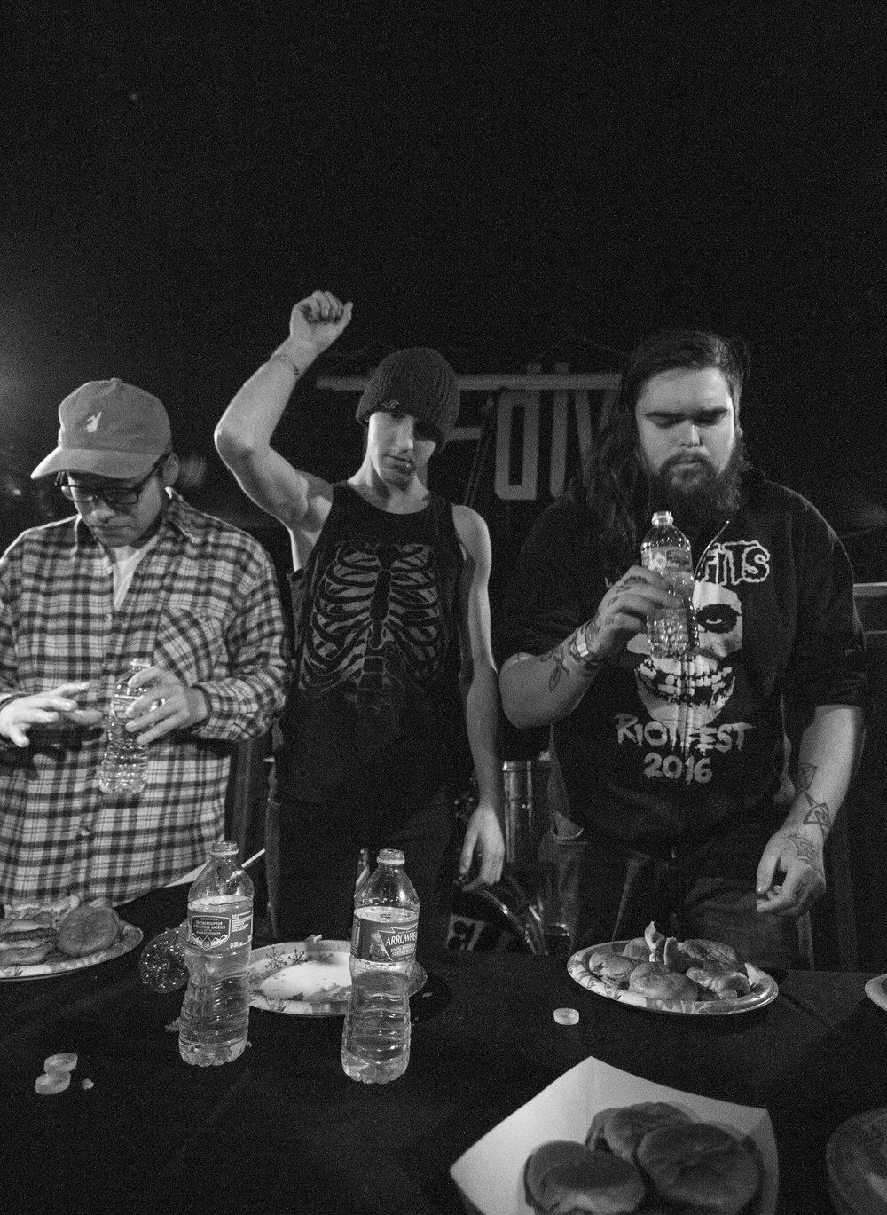 Burger champ, Andrew Renfrow, center