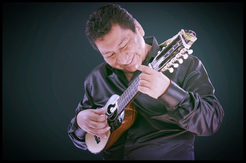 """WILLY RÍOSBolivia / Canadá - Profesor de charango y aerófonos andinosNacido en Sucre Bolivia, comenzó su carrera musical en 1981, en el """"Centro Cultural Masis"""". Donde años más tarde llegaría a ser el profesor de charango e integrante del grupo """"Los Masis"""" . Juntos realizaron varias giras por Sudamérica, Europa y Canadá. En 1993, llega a Montreal y forma parte de varias agrupaciones de renombre como Eco Andino, Color Violeta y su proyecto Sur-Andes. También participó en la emisión """"La sinfonía del Nuevo Mundo"""", transmitida en 2008 por el canal ARTV ( Radio Canadá) y en el cd TOTEM del """"Cirque du Soleil"""". Durante 35 años de carrera musical, ha grabado más de 20 producciones musicales siendo parte de diferentes proyectos en Bolivia, Japón y Canadá. En Agosto 2015 lanzósu album """"Para Ti"""" con artistas invitados como Victor Simón, Joel Miller, Ismail Fencioglu, Mike Rud y Sinecio Rodrigue,álbum que fue ganador del Canadian Folk Music Awards 2016.www.willyrios.com"""