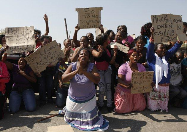women-protest-striking-miners-killing.jpg