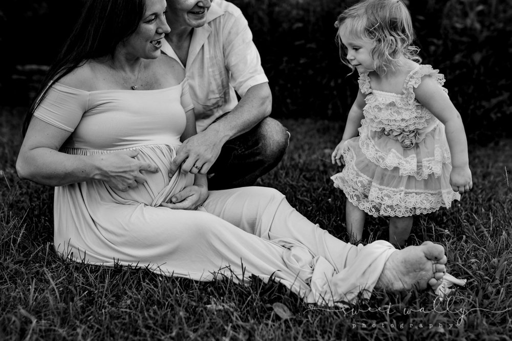 What's in mommy's belly?! | Sweet Wally Photography | Maternity Photographer in Nashville, TN