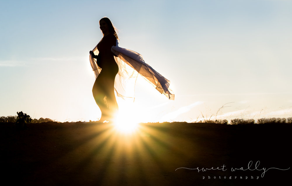 Baby bump silhouette | Sweet Wally Photography | Nashville Maternity Photographer