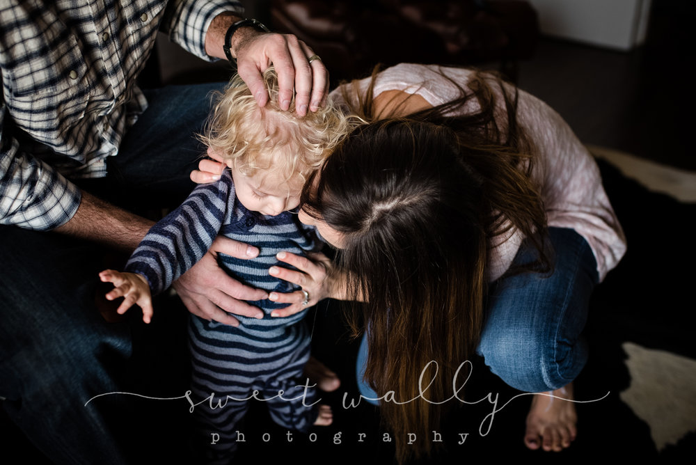 The whole world in their hands | Family Lifestyle Session | Sweet Wally Photography | Nashville, TN