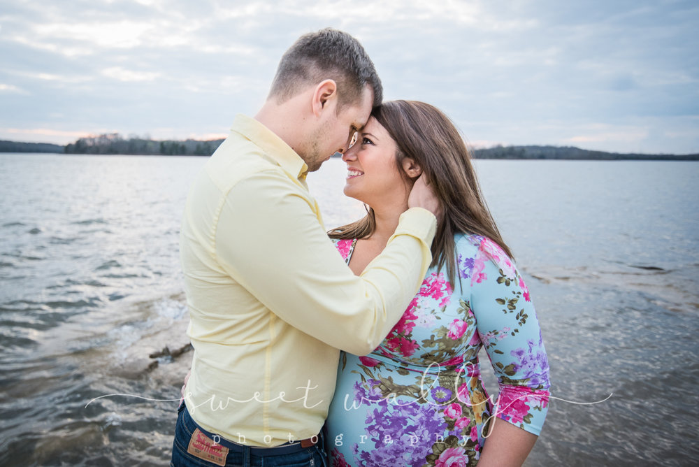 Young & in love & one on the way | Maternity Portraits | Sweet Wally Photography | Nashville TN | Bowling Green KY