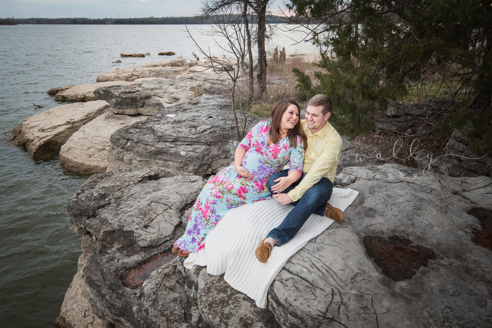Lakeside maternity portraits by Sweet Wally Photography | Nashville, TN & Bowling Green, KY