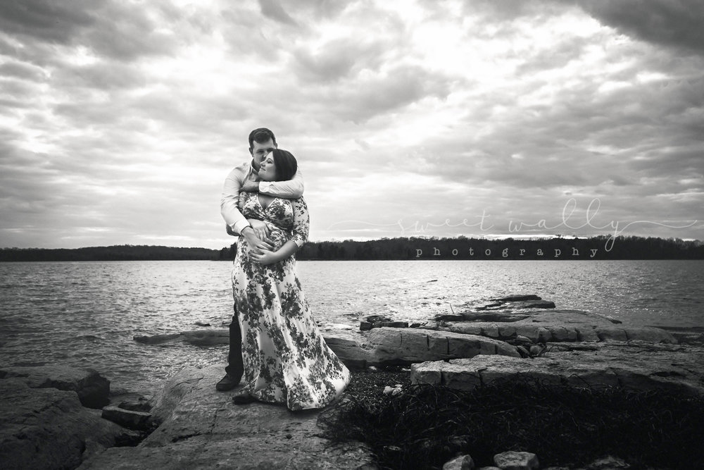 Dramatic maternity portrait | Sweet Wally Photography | Nashville TN | Bowling Green KY