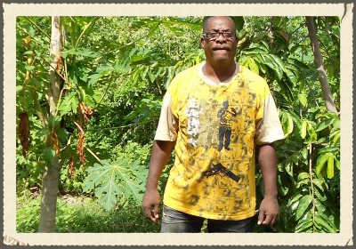 SEMBRA SIMIA  based in Montana Rey, sells organic seeds and seeds of hybrids. Owner Lennox Bridgewater, who has a degree in agriculture, happily gives advice and guidance to those interested in cultivating plants. For this purpose he created a group on Facebook:   https://www.facebook.com/Sembra-Simia-260614103973159/?fref=ts