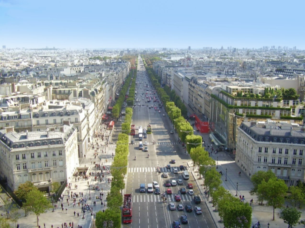 Fig. 2:  (Author unknown), Champs-Elysées, (date unknown), photograph, http://parisapartmentsbynumbers.files.wordpress.com/2013/07/image1.jpg.
