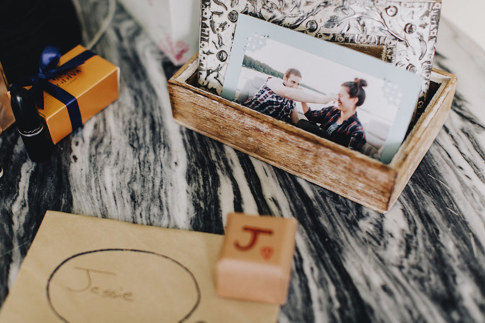 personalized cards and old photos | Acowsay Videography | Matt Lien Photography | Sixpence Standard Wedding Blog