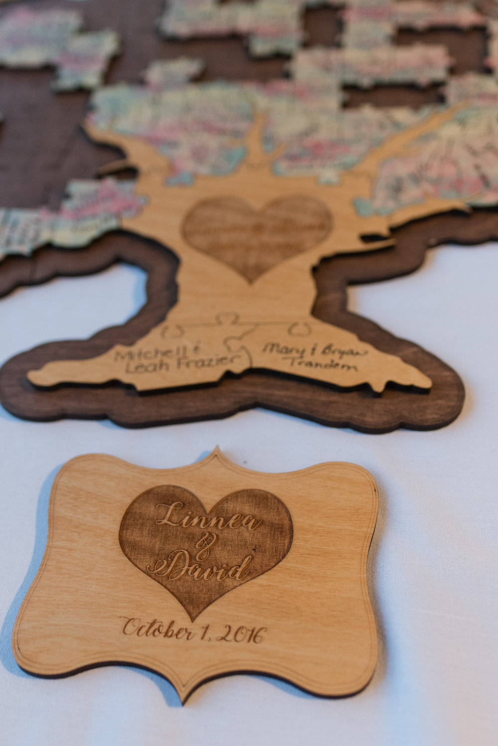Guest book puzzle | Lumos Images | Sixpence Events and Planning wedding blog