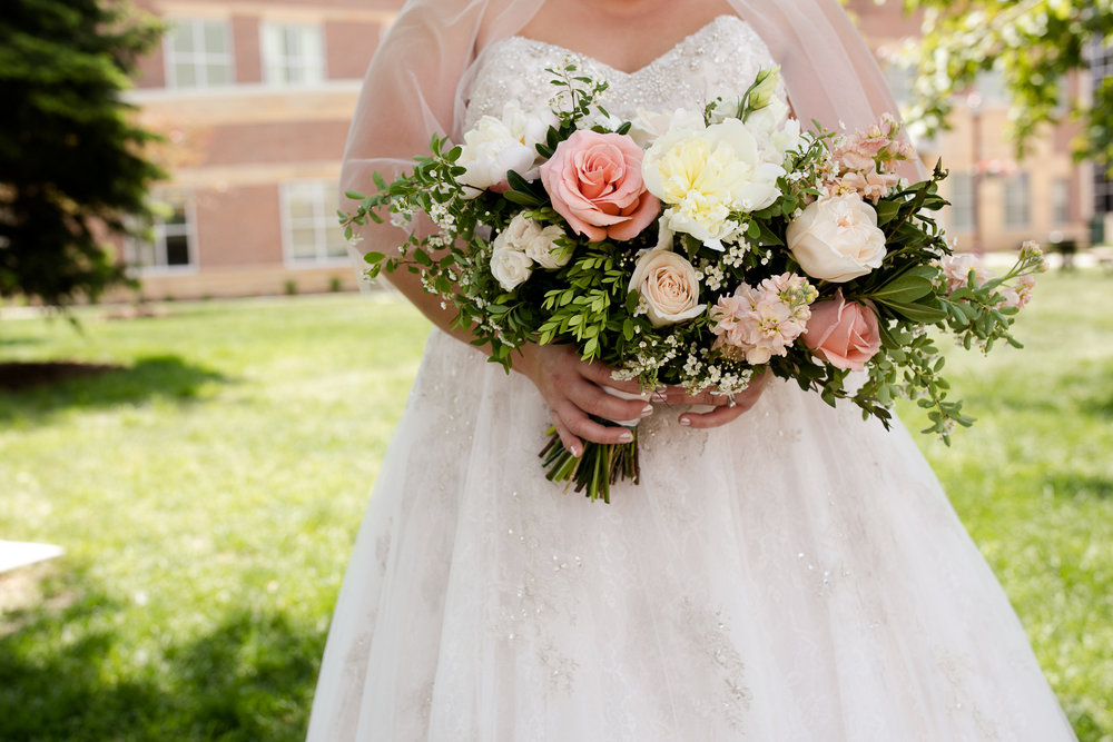 Bridal bouquet | beautiful plus sized bride | Luxe bridal gown | sheer shawl | Alice HQ wedding photographer in Mankato