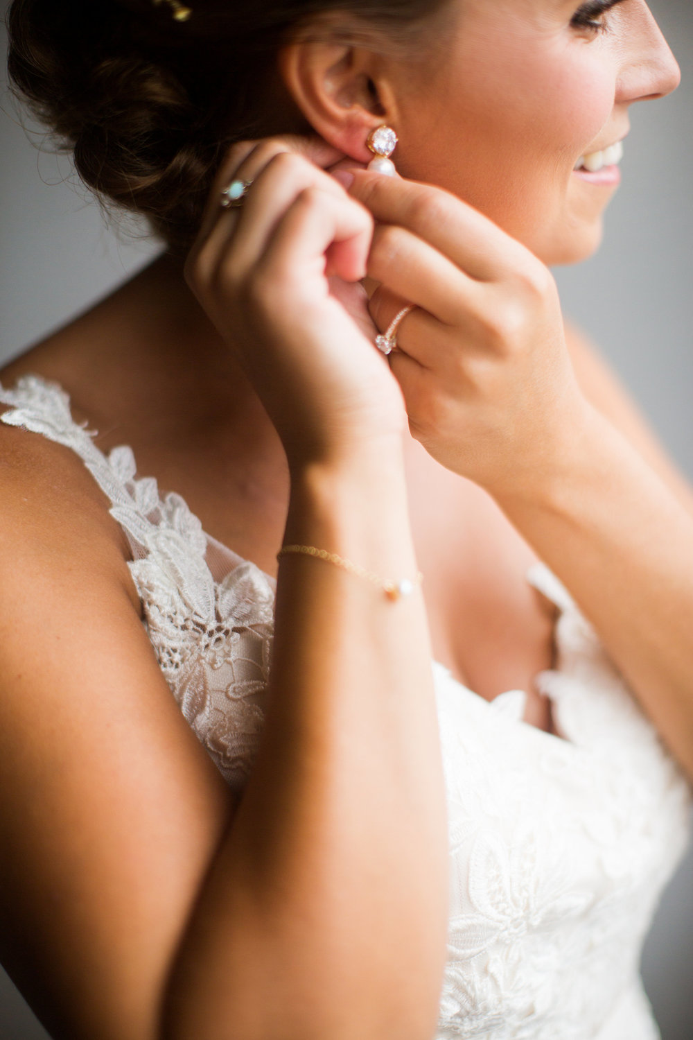 Kaylie + Travis | Sixpence Events wedding planner in the midwest | Studio KH photography | bridal portrait | bride putting earrings on