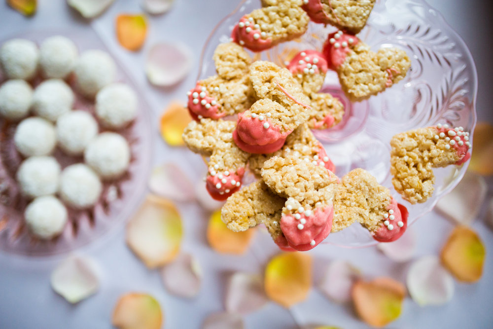 Kaylie + Travis | Sixpence Events wedding planner in the midwest | Studio KH photography | mini desserts homemade