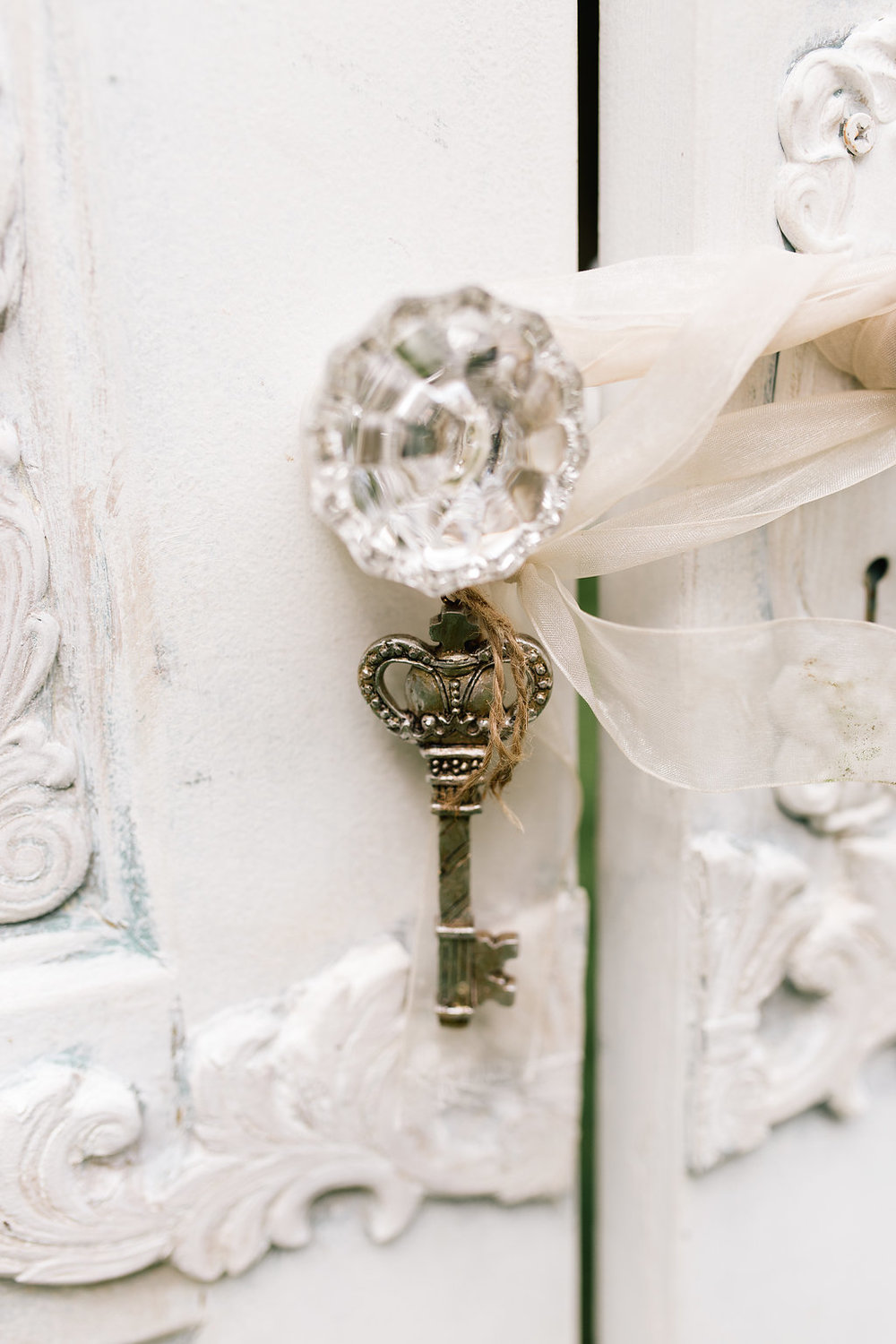 wedding ceremony doors with a key | A Vintage Touch Weddings | Sixpence Events day of coordinating | photo by Allison Hopperstad