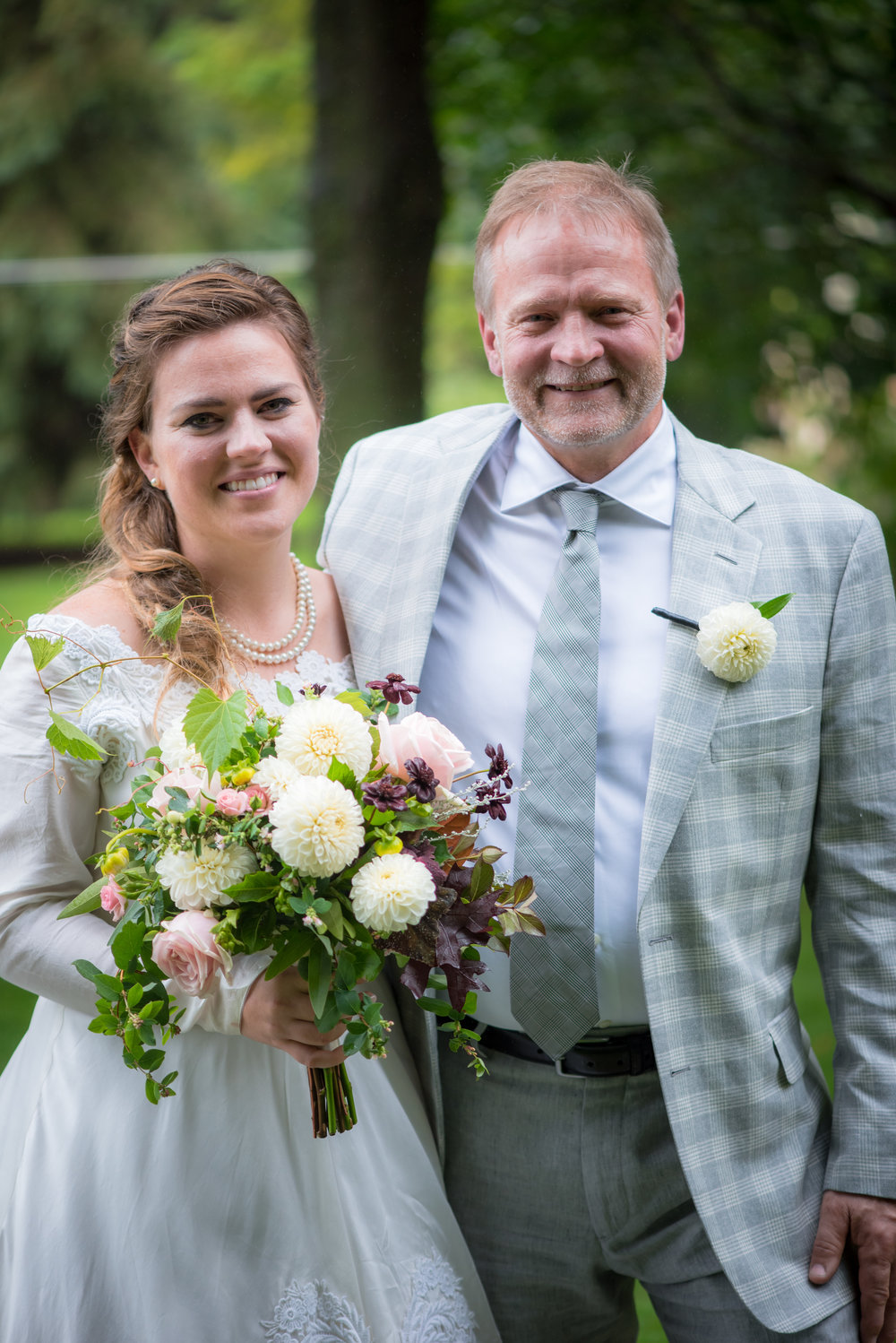 bride and father of the bride picture // father of the bride in gray plaid // Backyard Wedding in Northfield, MN :: Elliot Malcom Photography :: Megan + Andrew :: Apres Tent Rental :: GastroTruck Catering :: Sixpence Events & Planning .jpg