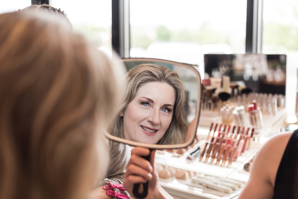 K Solberg Photography | Elm Creek Chalet | Minneapolis day of coordinator Sixpence Events | bride's reflection in the mirror | Taj Salon