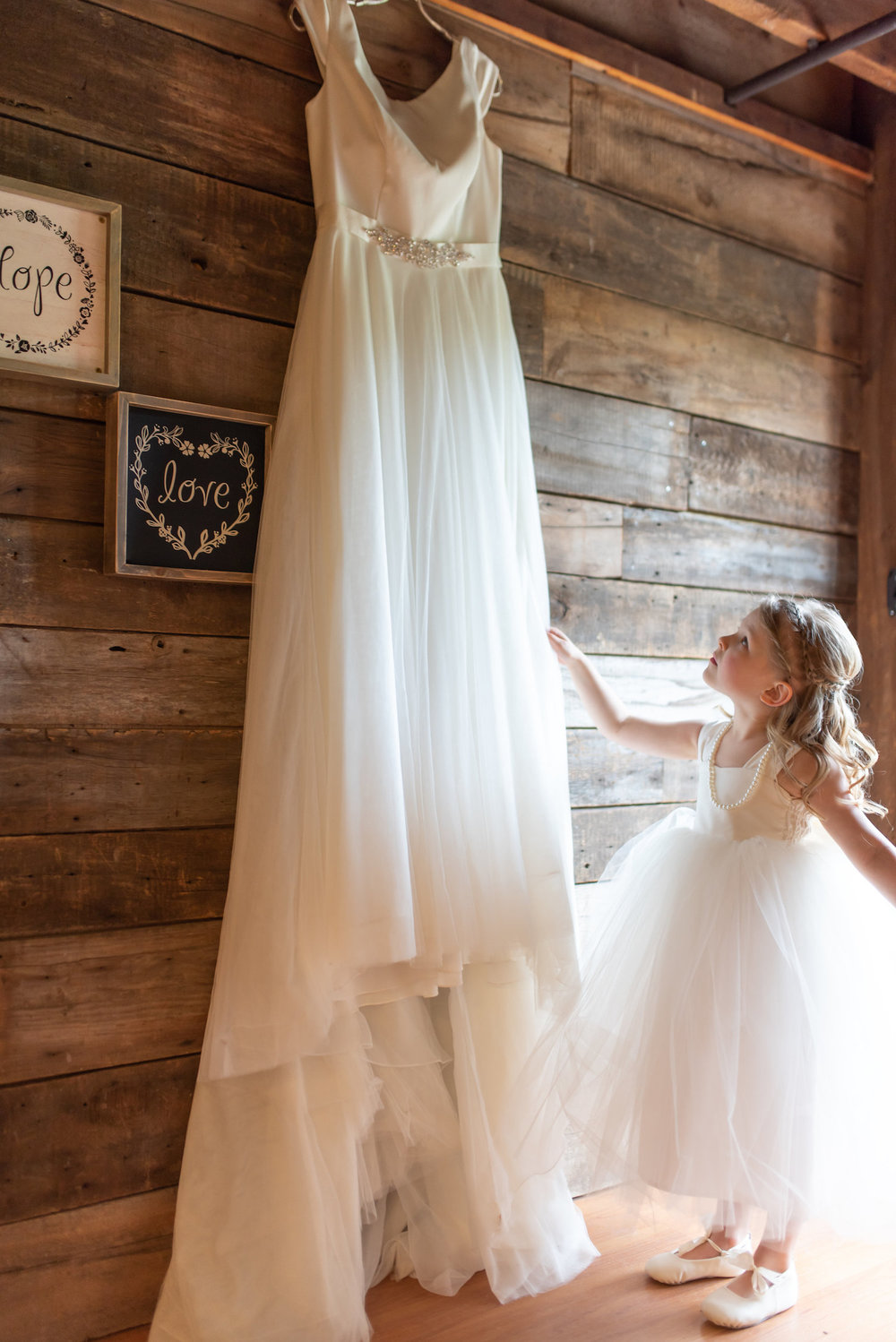 Sarah and Mark | Hope Glen Farm | Kelly Birch Photo | Sixpence Events & Planning wedding planning in Minnesota | daughter looking at moms dress