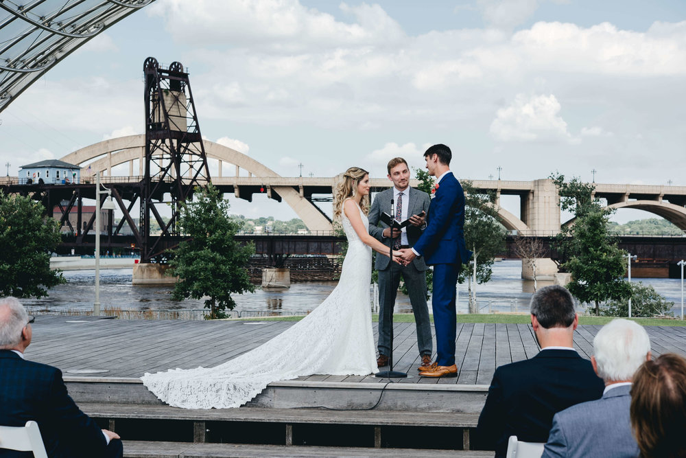 Roy Son Photography | Raspberry Island and Octo Fish bar | Minneapolis wedding planner Sixpence Events bridge backdrop in the ampitheater