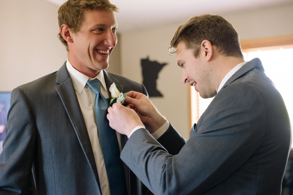 boutonniere pinning | Lauren Baker Photography Minneapolis wedding photographer | Sixpence Events blog post Wedding Photography Tips