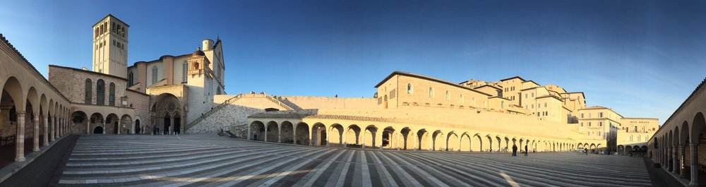 The lower plaza of the Basilica of Saint Francis, Assisi (photo RYC)