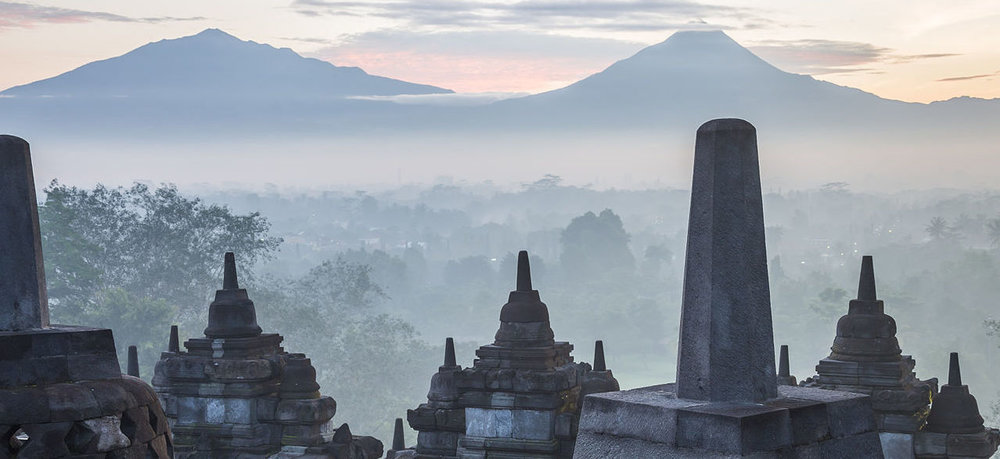 Borobudur temple Park, Indonesia: Early morning atmosphere in Borobudu Temple Park, 6 February 2015, by CEphoto, Uwe Aranas (Wikimedia Commons, cropped by RYC)