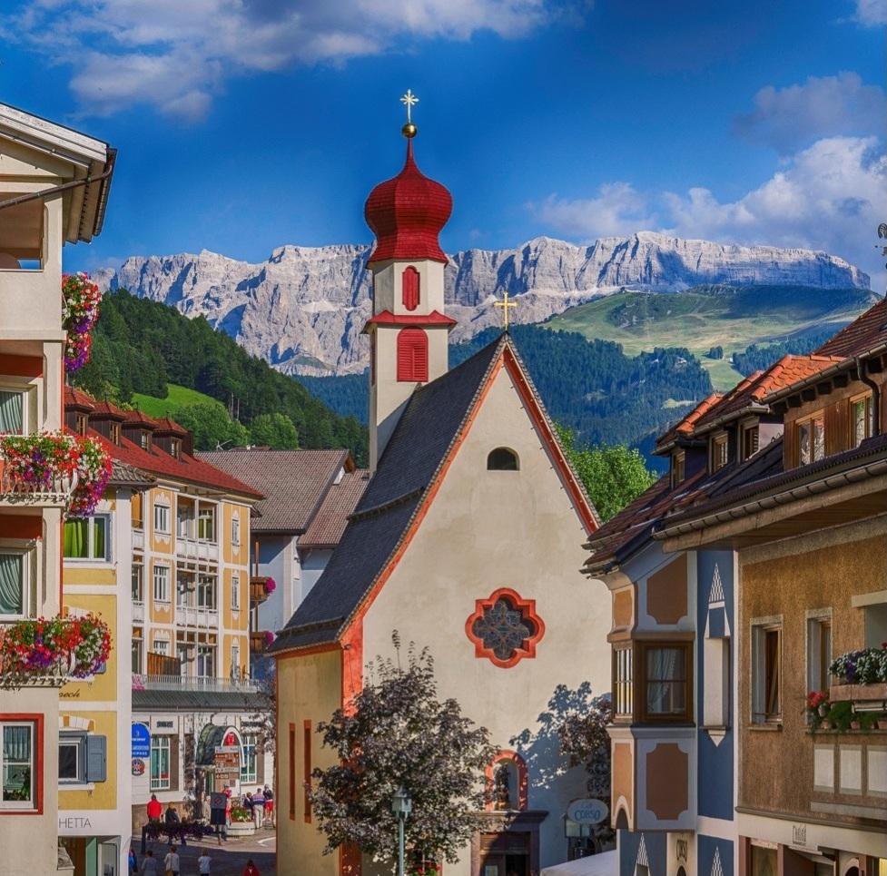 ORTISEI, ITALY (Dolomites)