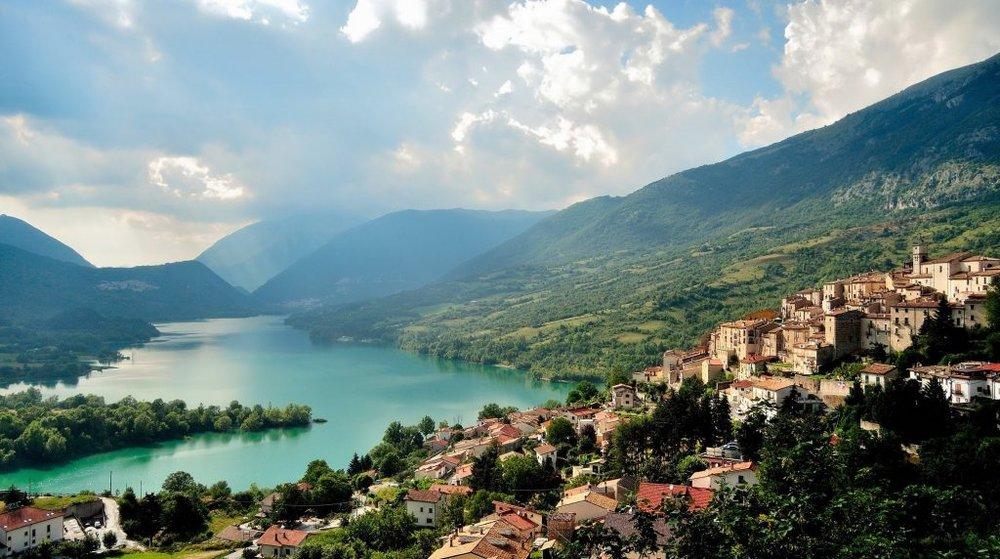 abruzzo-valley-1024x572.jpg