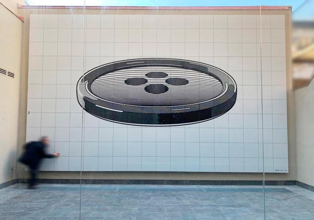 Barcelona, JL. 2018-2019. Esmalte negro sobre gres porcelánico blanco mate. 495 x 810 cm.
