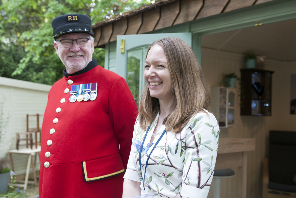Lizzy Chambers with Chelsea Pensioner.jpg