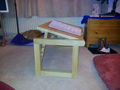Tilting desk