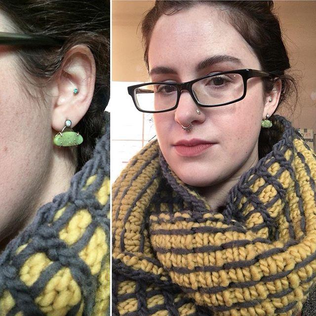 earrings by @rachelpfeffer cowl is Mortar by @elisabethfuchsia yarn is @quinceandco Puffin . . . #wednesdaymorning #wednesdayselfie #supportsmallbusiness #supportsmallshops #indiejewelry #indiejeweler #indieknitdesigner #knitting #knitlove #knittersofinstagram #igknitters #instaknit #earringsoftheday #earringswag #lewkoftheday